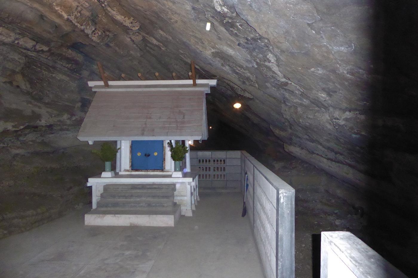 船越鉈切神社の鉈切洞穴