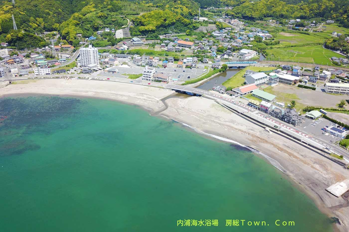 内浦海水浴場を空撮