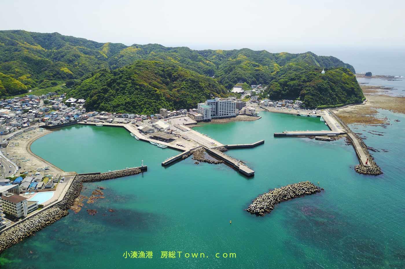 小湊漁港を空撮