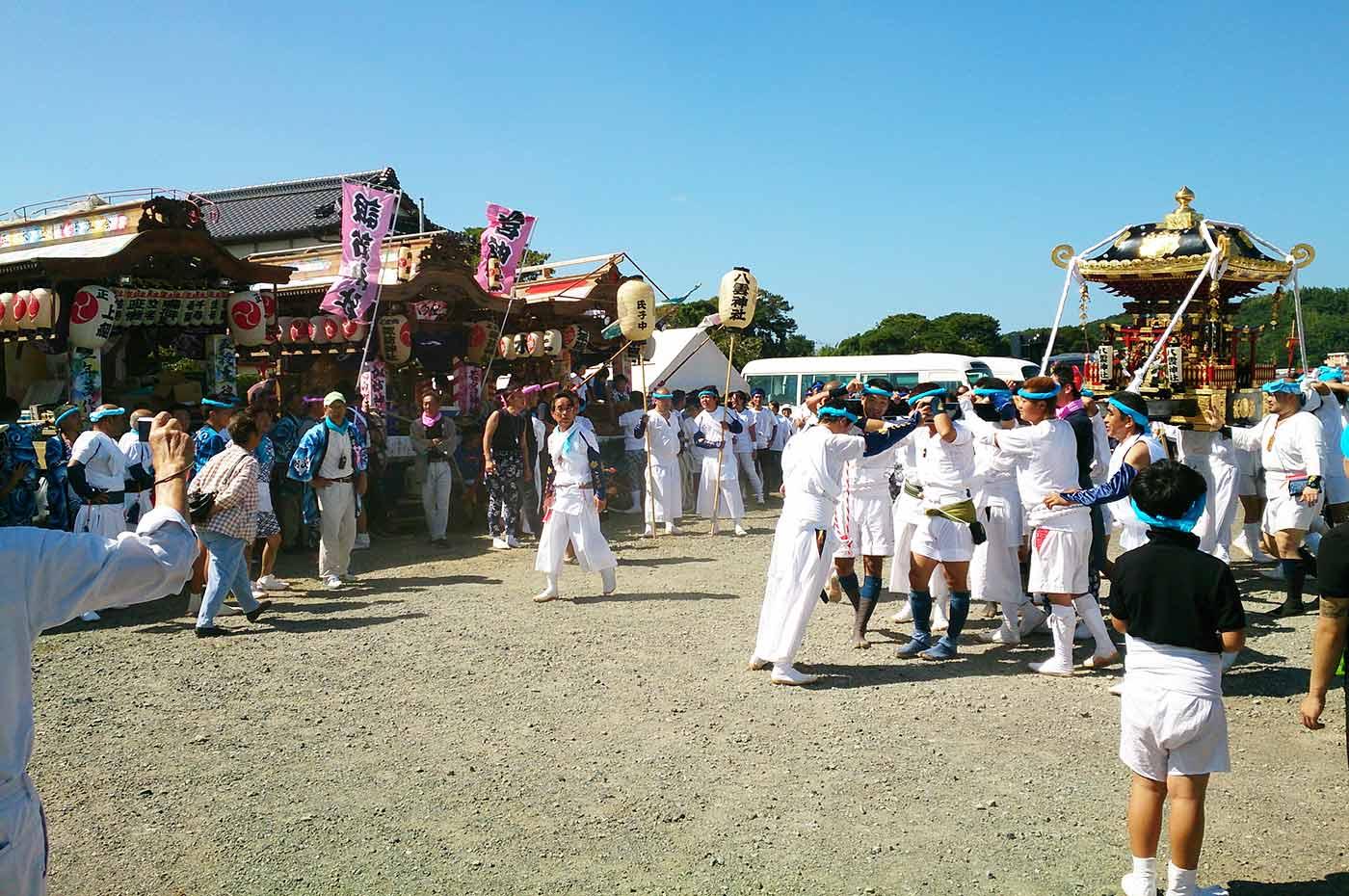 川崎地区の神輿と正木地区(上・向・岡・下)の屋台