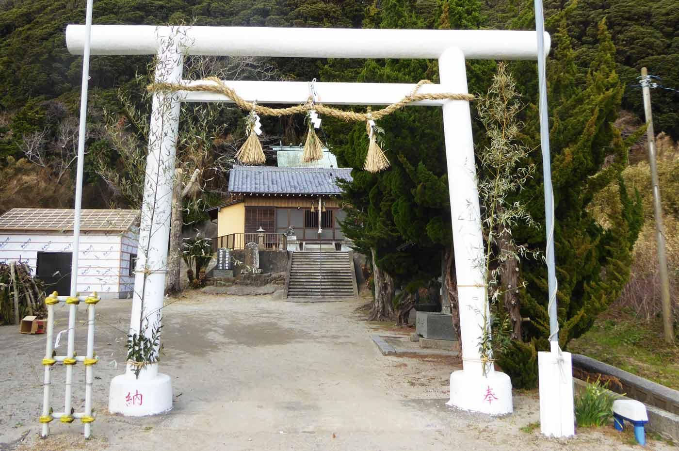 神明神社の境内
