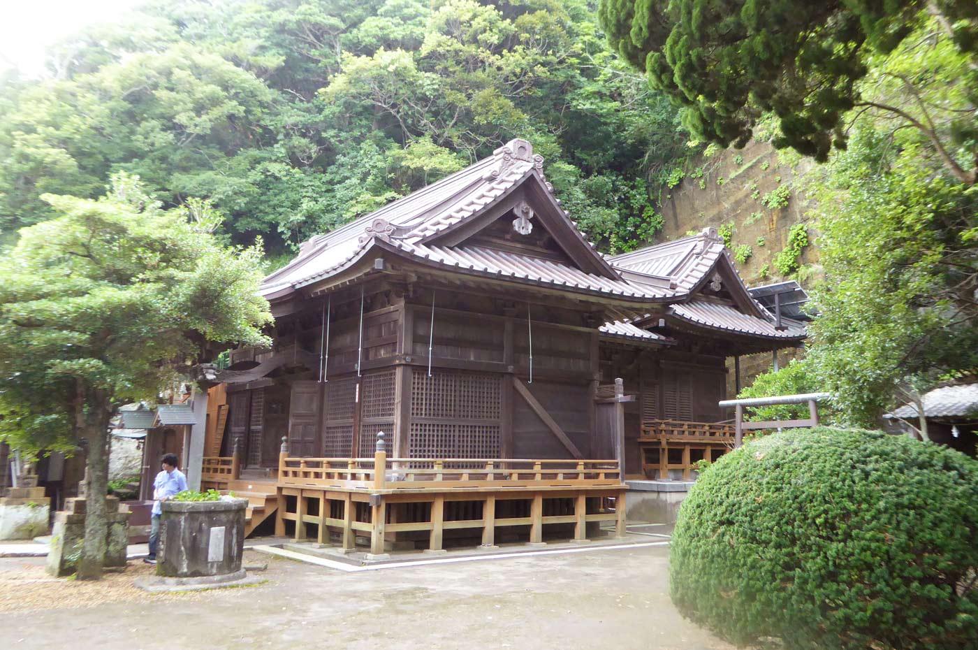 訪神社の拝殿
