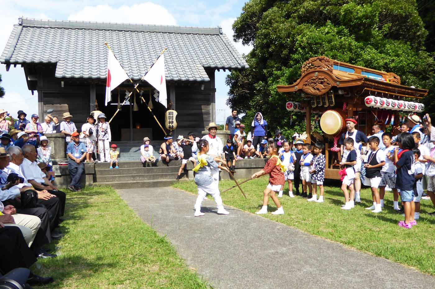 瀧淵神社の棒術の様子