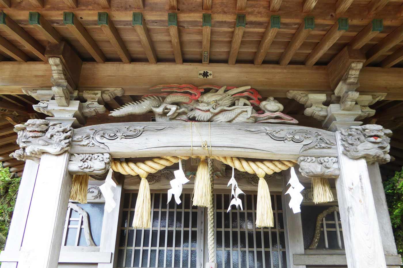 諏訪神社の稲垣祥三 の彫刻の画像