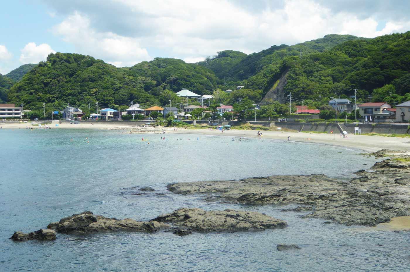 真珠島から鱚ケ浦海水浴場を望む