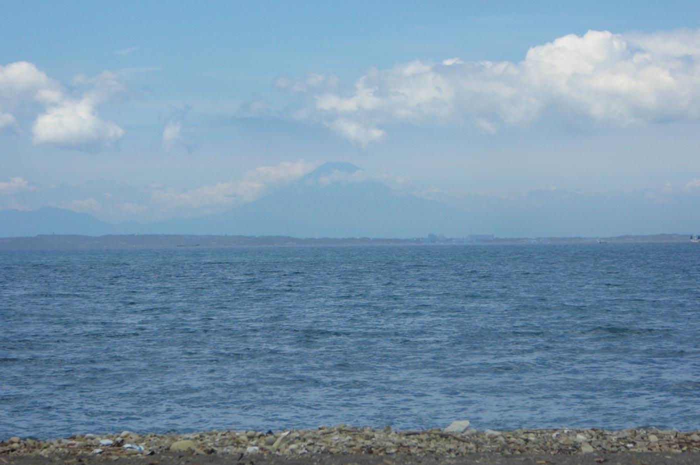 保田海水浴場から見た富士山
