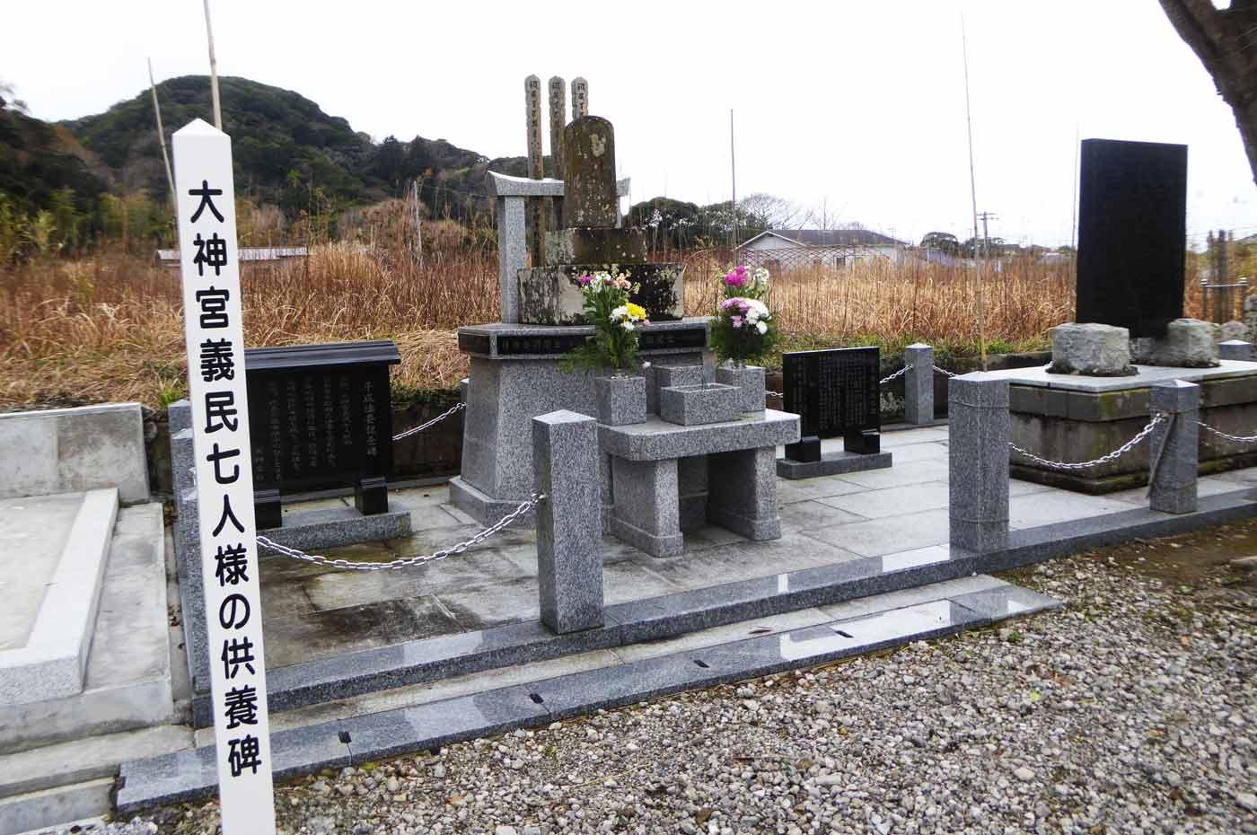 千祥寺の7人様の供養碑