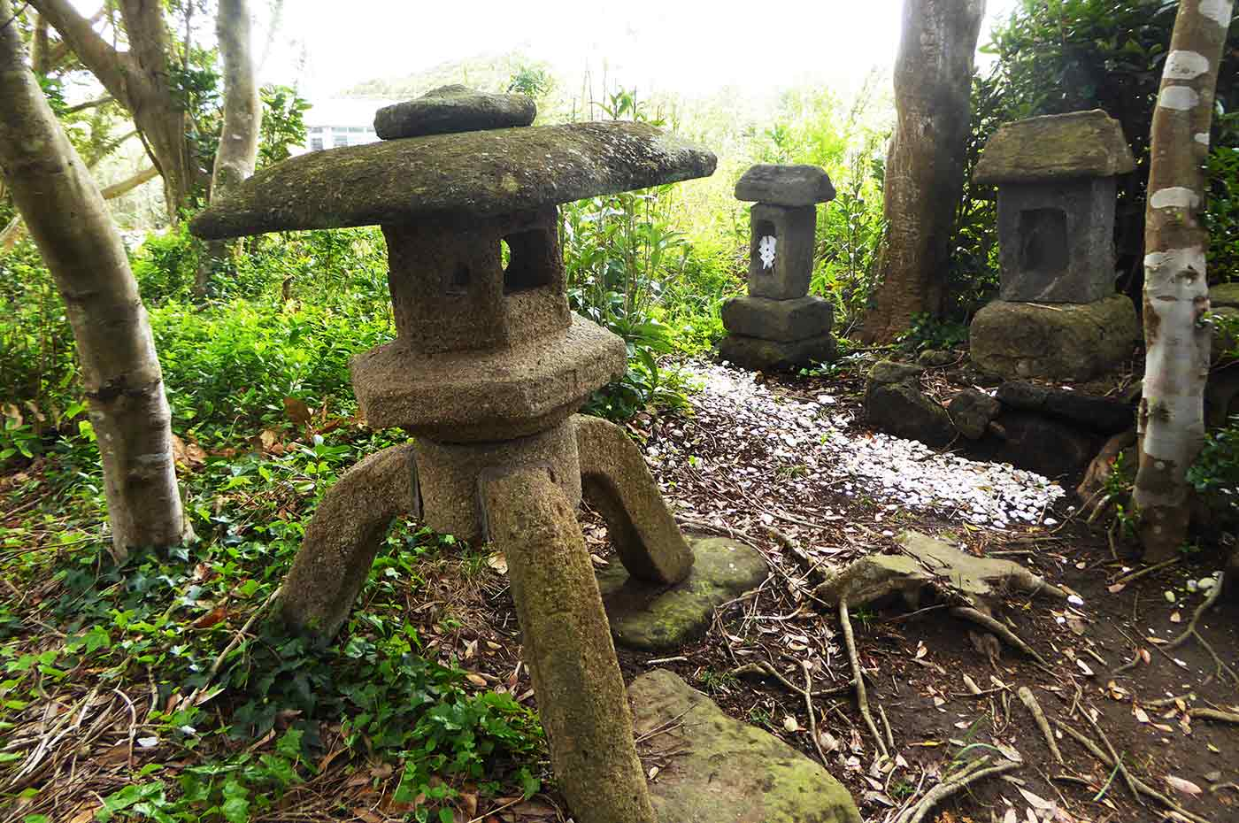 瀧淵神社の灯籠