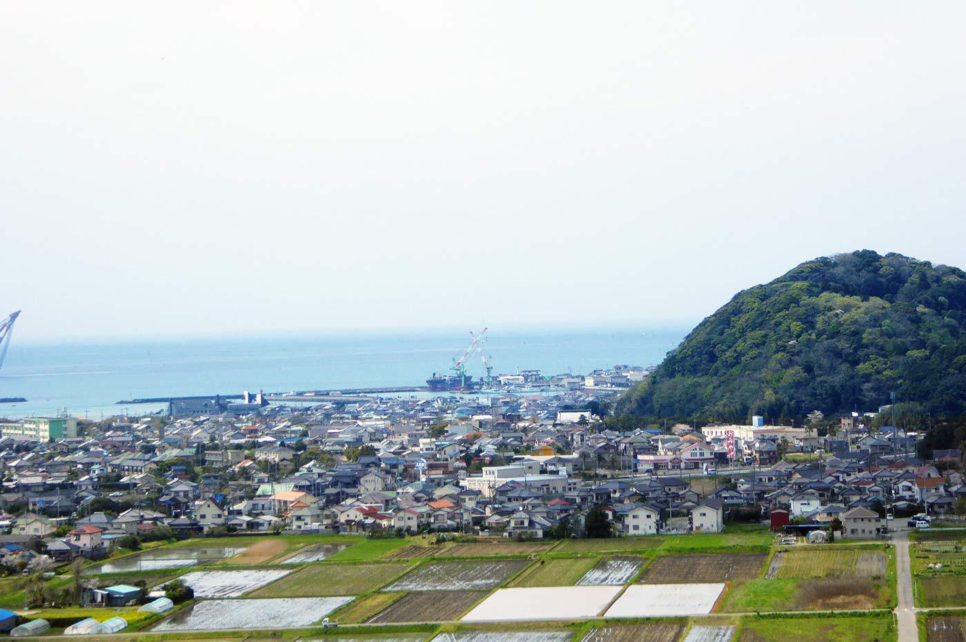 頂上東屋からの鏡ヶ浦の風景