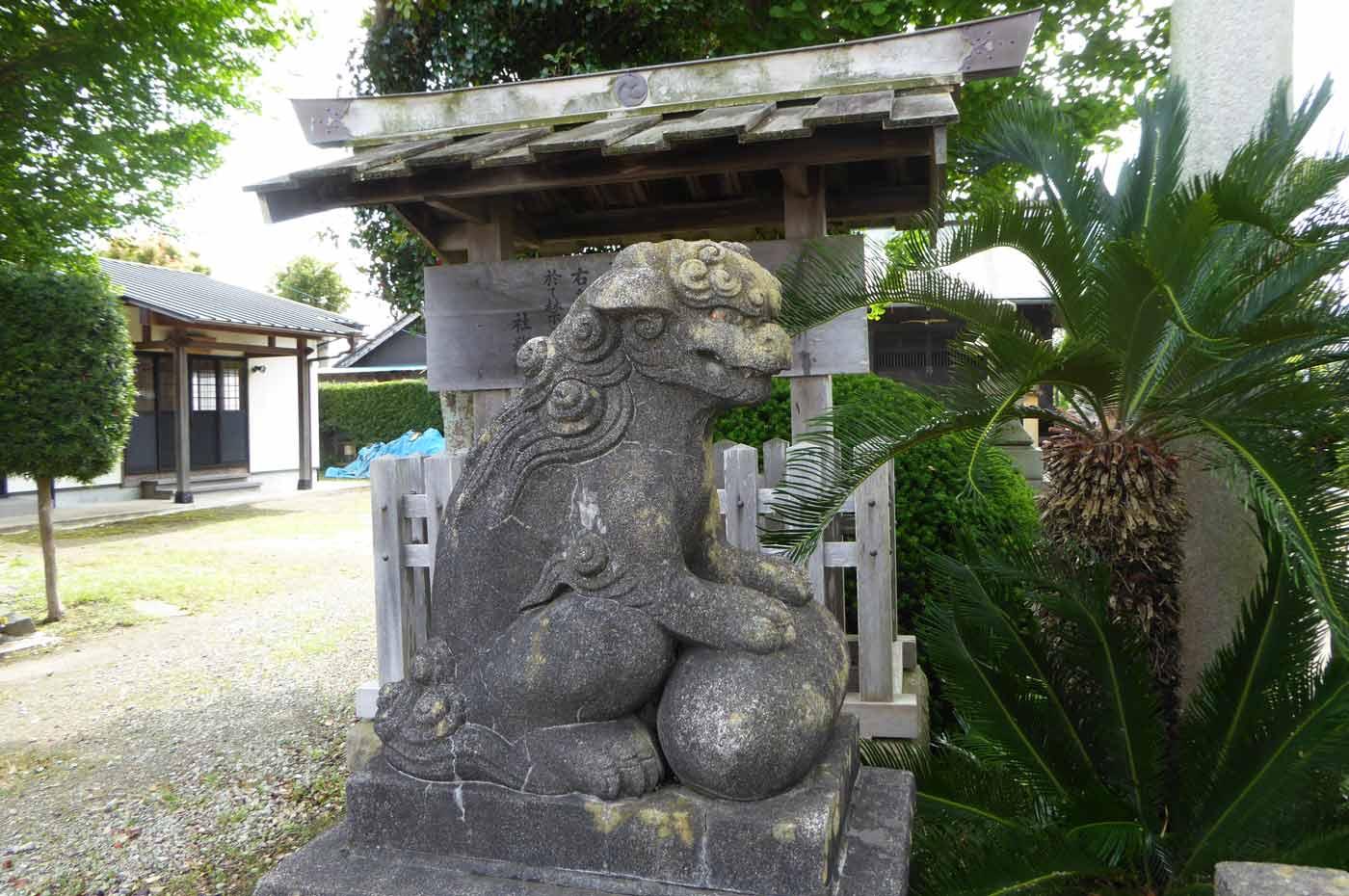 熊野神社の古い狛犬 右側