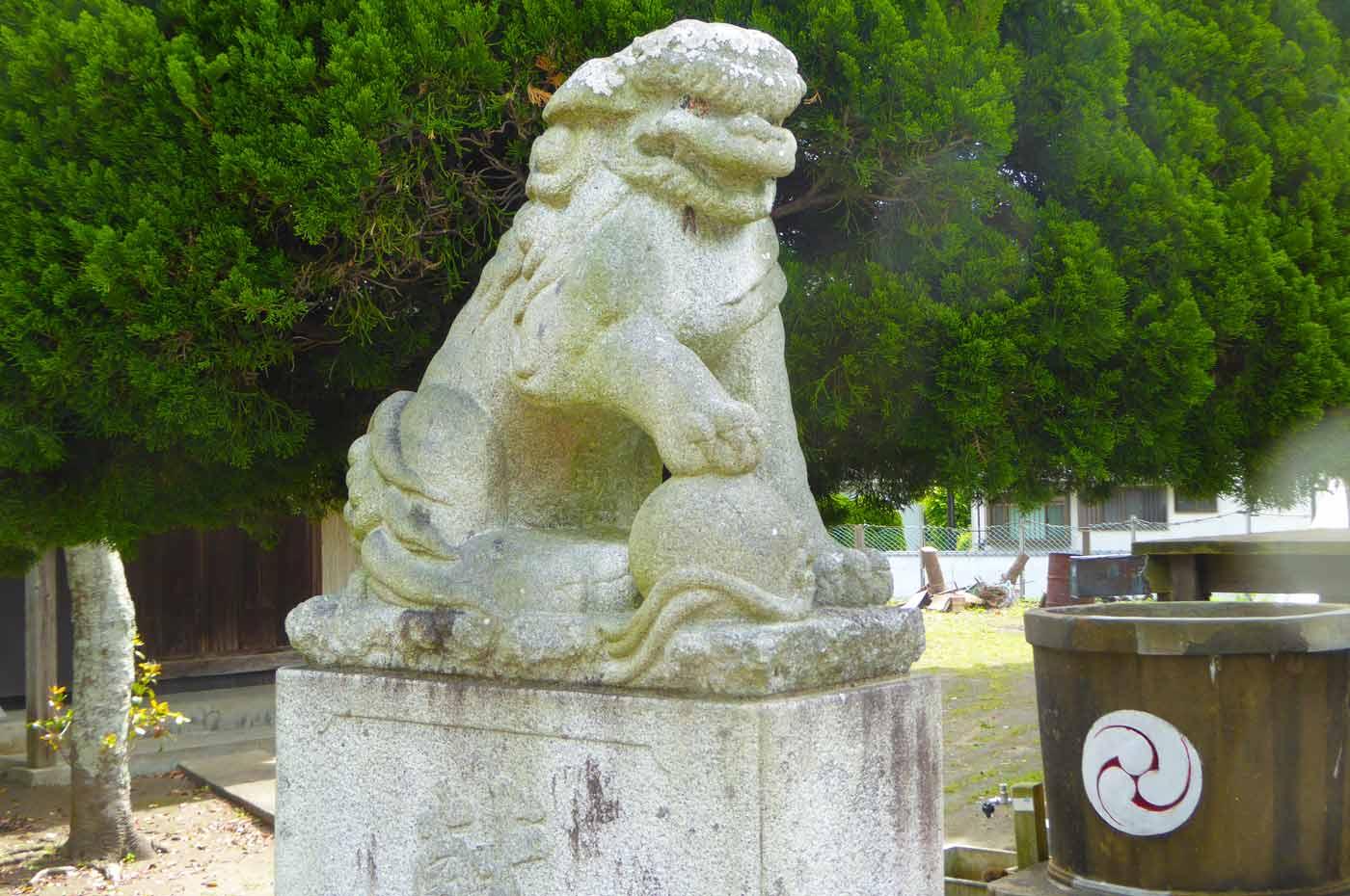 熊野神社の新しい狛犬 右側
