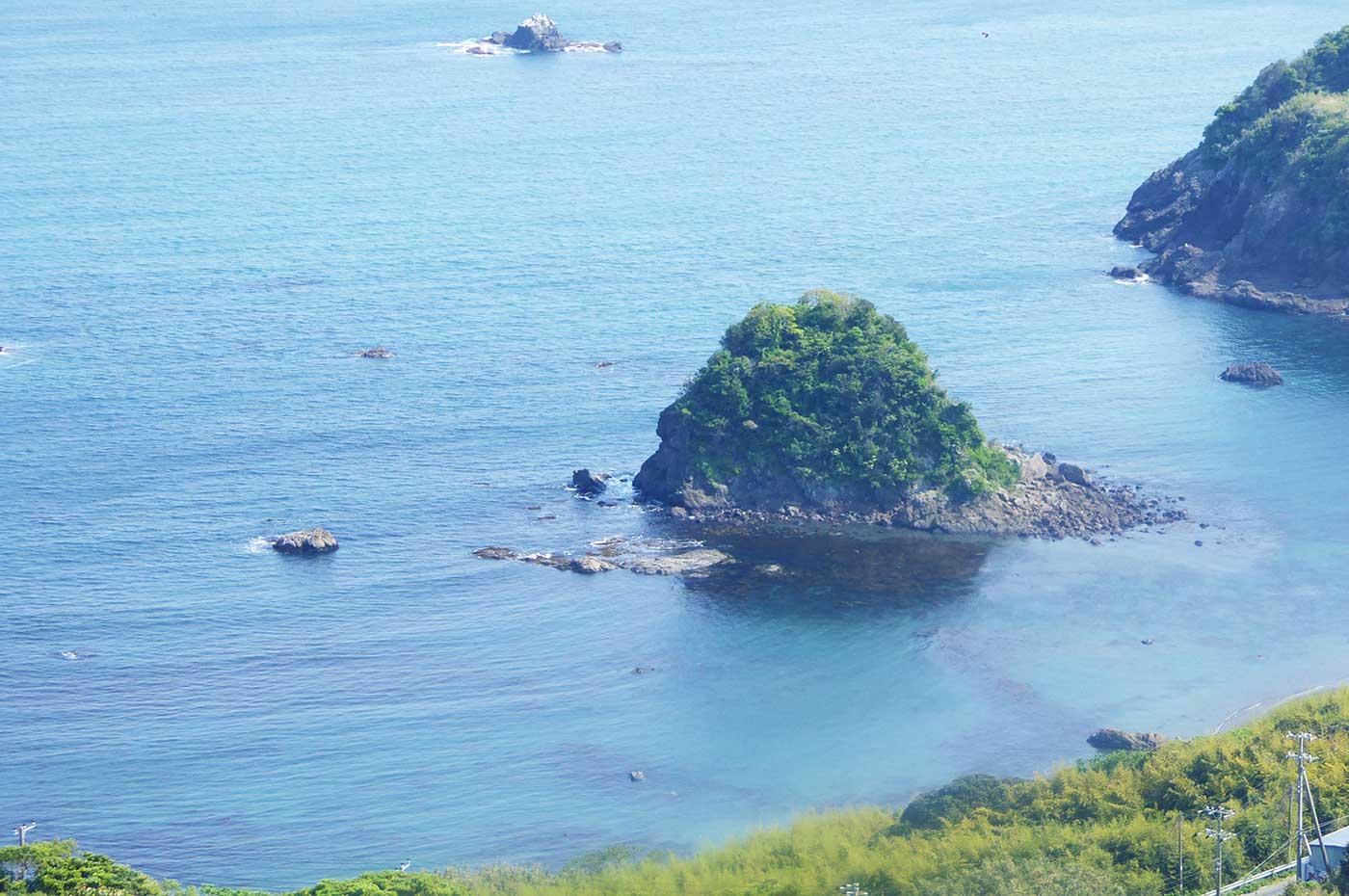 魚見塚展望台から鴨川松島を望む