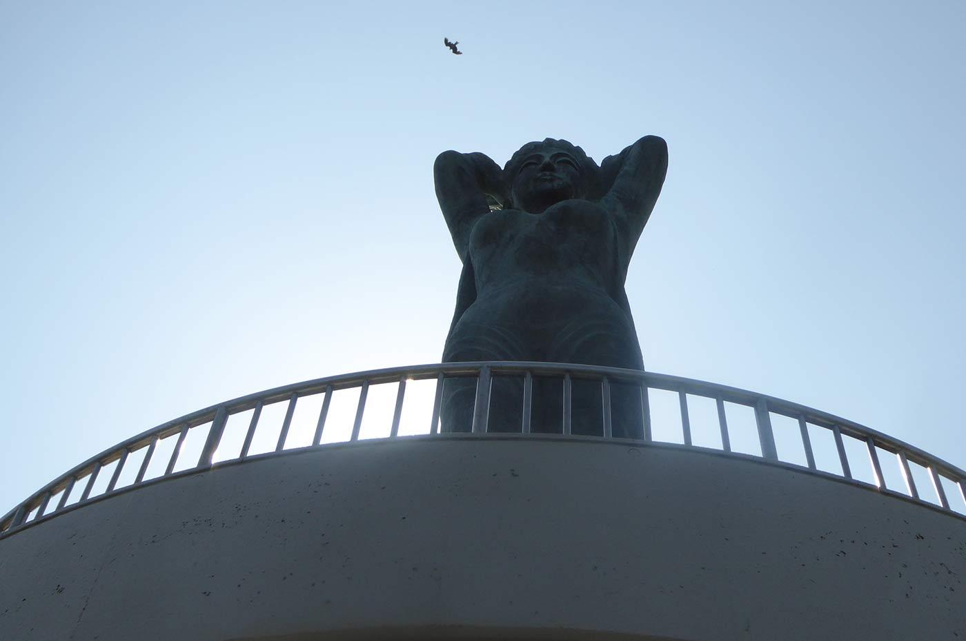 魚見塚展望台の像
