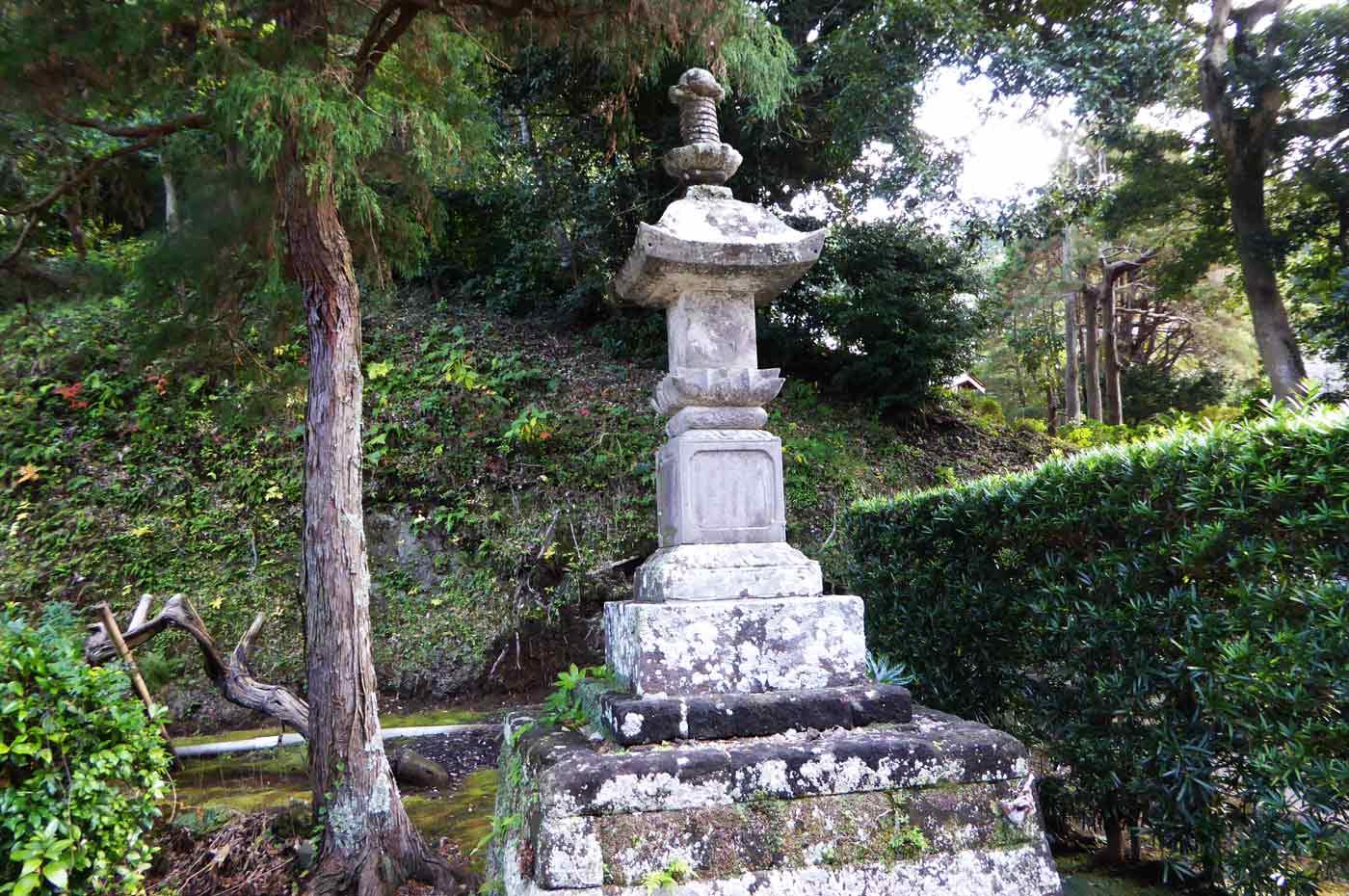 松野尾寺の境内