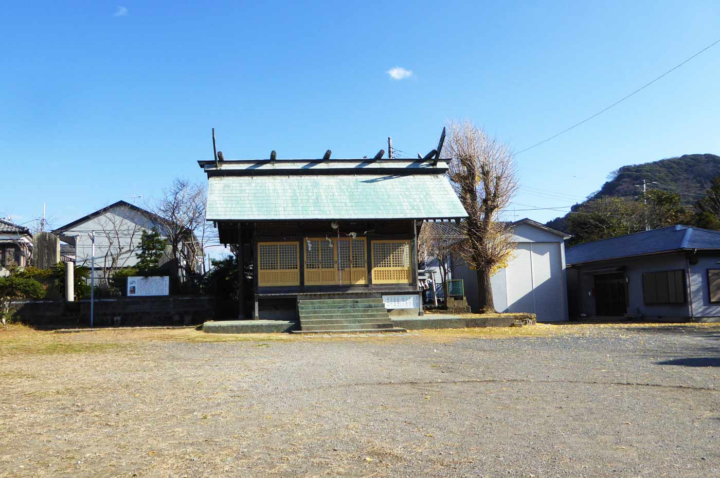 保田神社境内と拝殿の画像
