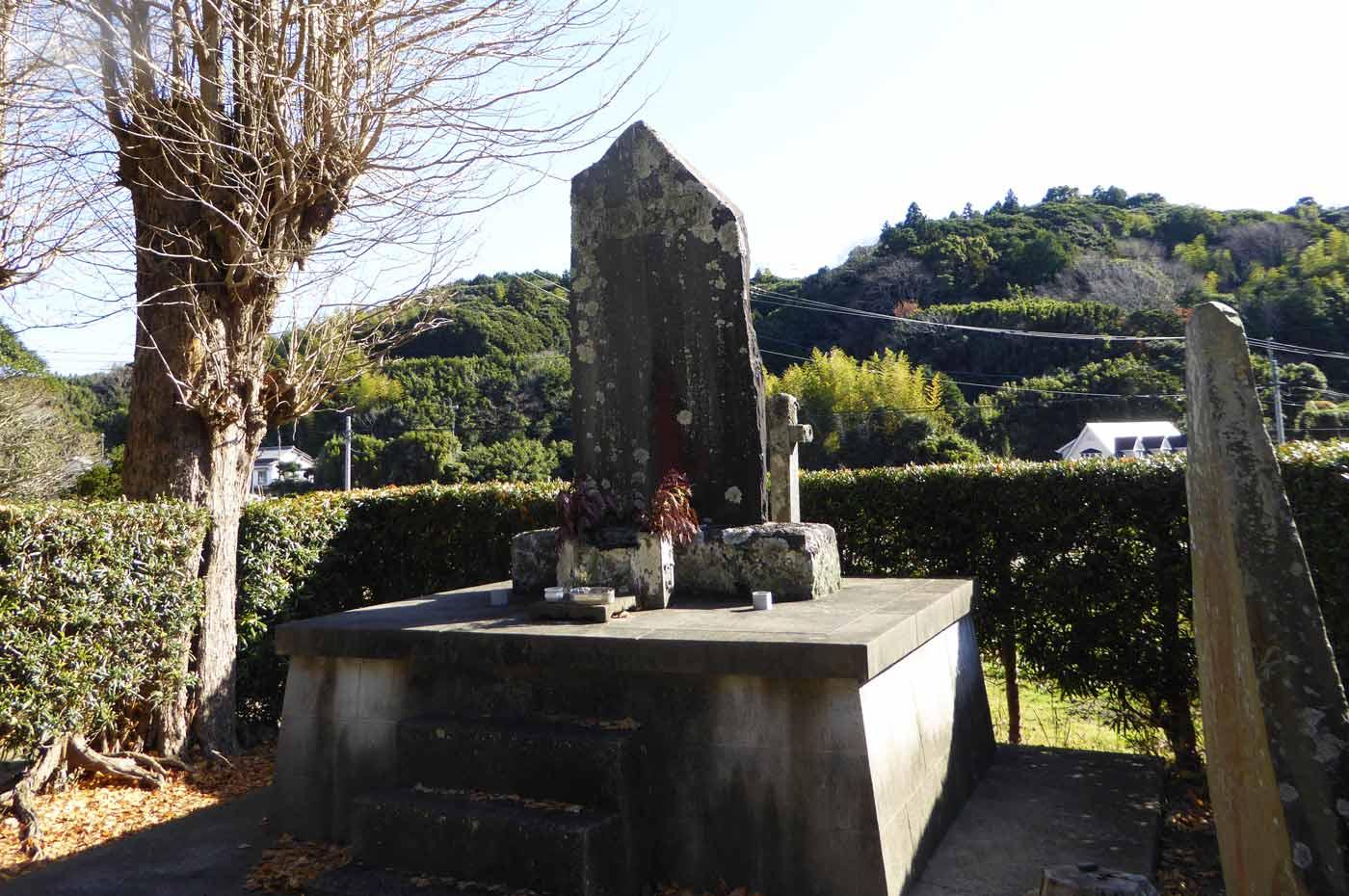 豊前寺の石碑の写真