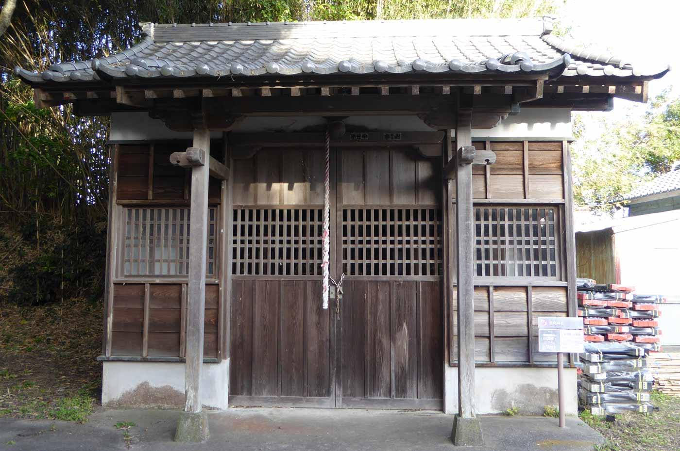 長尾神社の神輿小屋