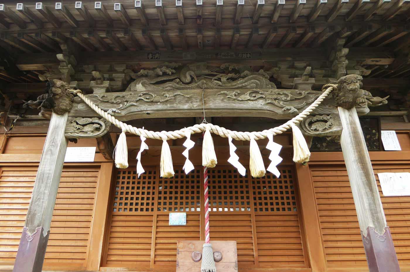 拝殿向拝の彫刻