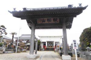 妙典寺の山門と本堂