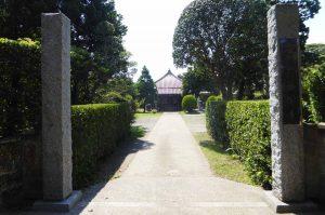 藤栄寺の境内と本堂