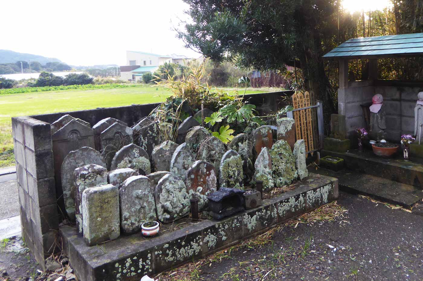 安勝院境内の古い墓画像