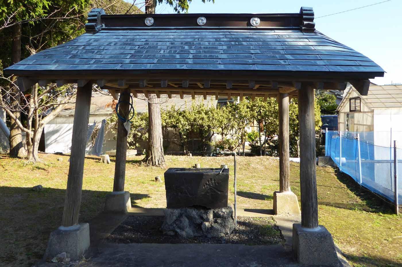 青根原神社の手水石の画像