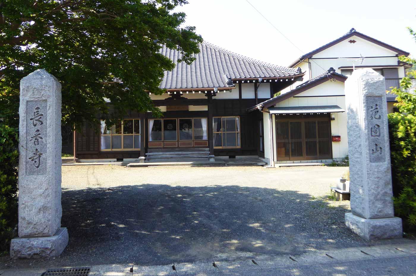 長香寺の山門と境内