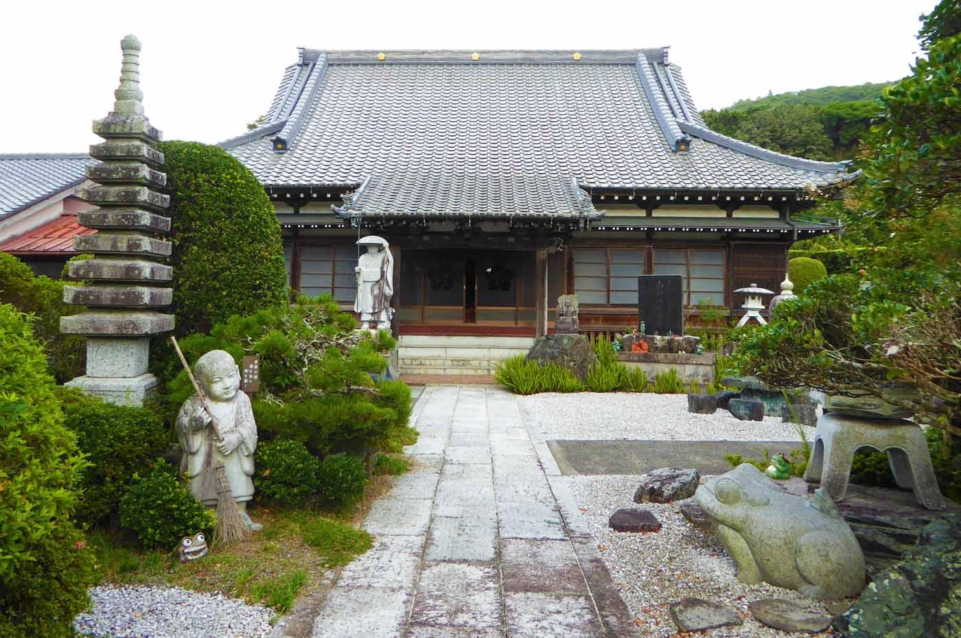 長福寺の本堂