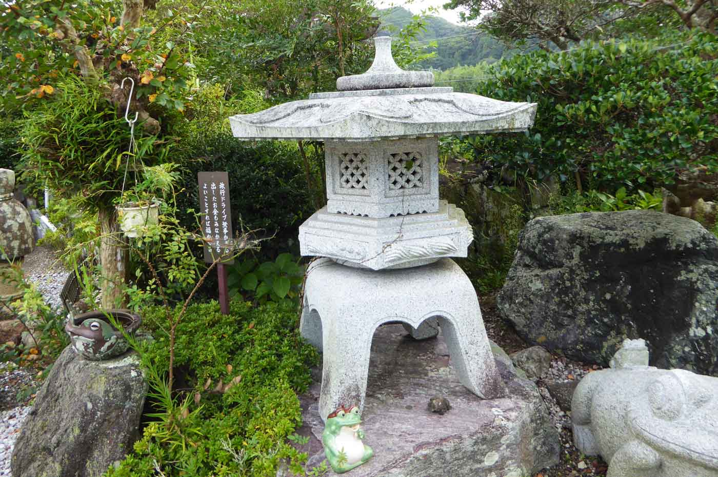 長福寺のカエルの置物