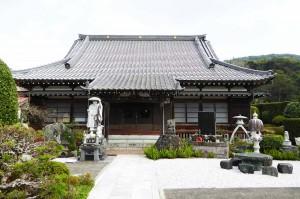 長福寺の境内