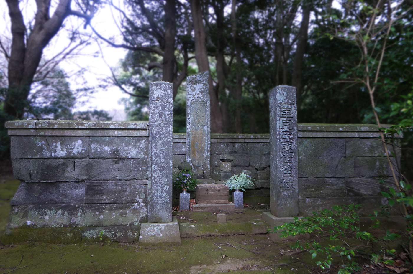 里見氏歴代の墓の画像