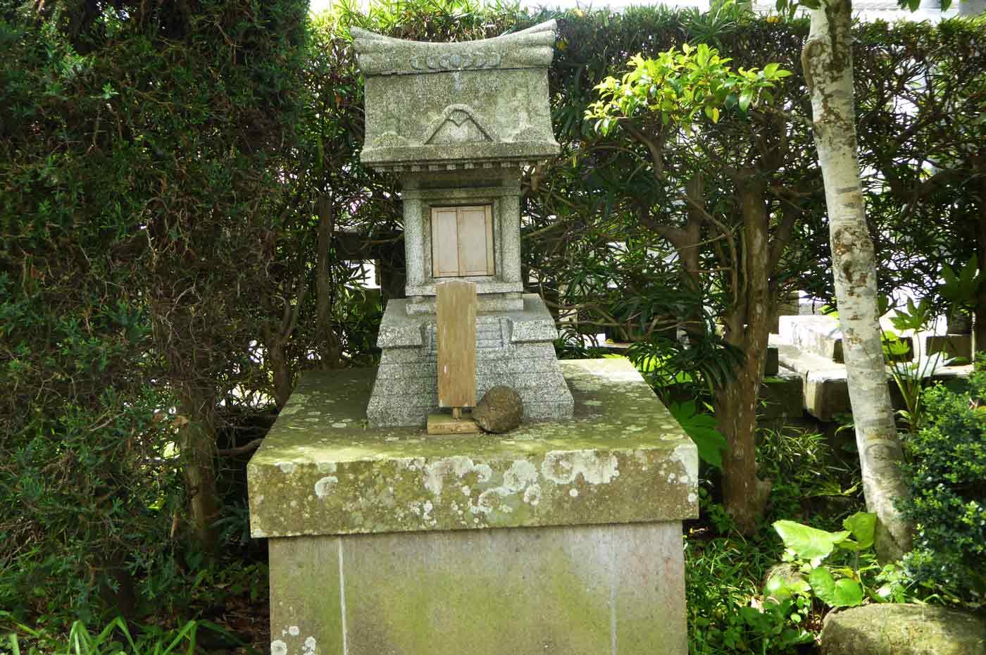 塩蔵寺の石祠