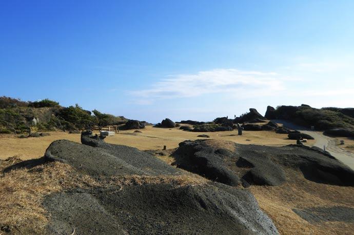 野島崎公園の岩場の写真