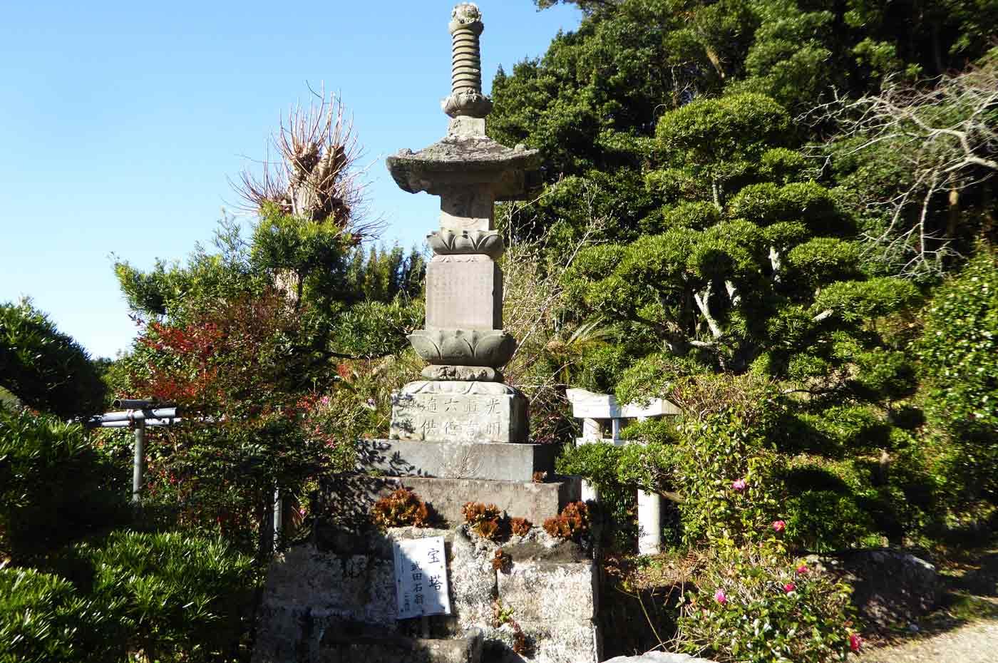 武田石翁の宝塔の写真