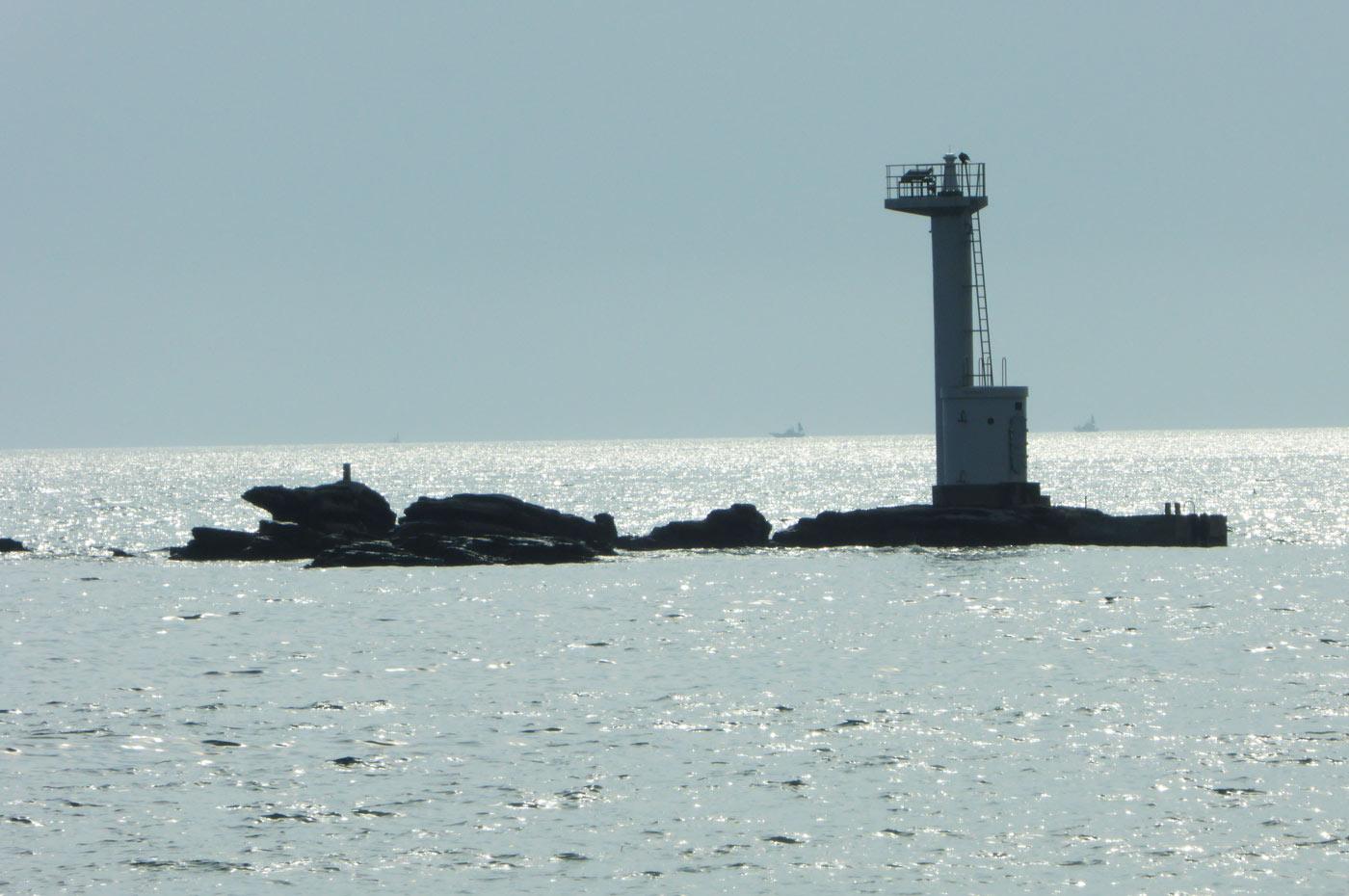 一本島の灯台の画像
