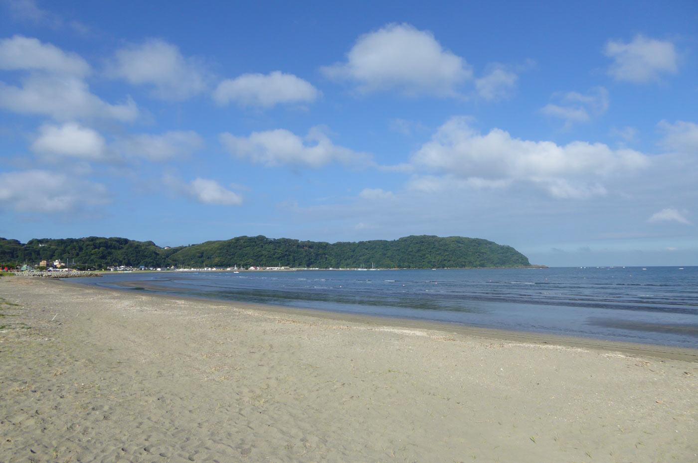 原岡海水浴場から大房岬を望む