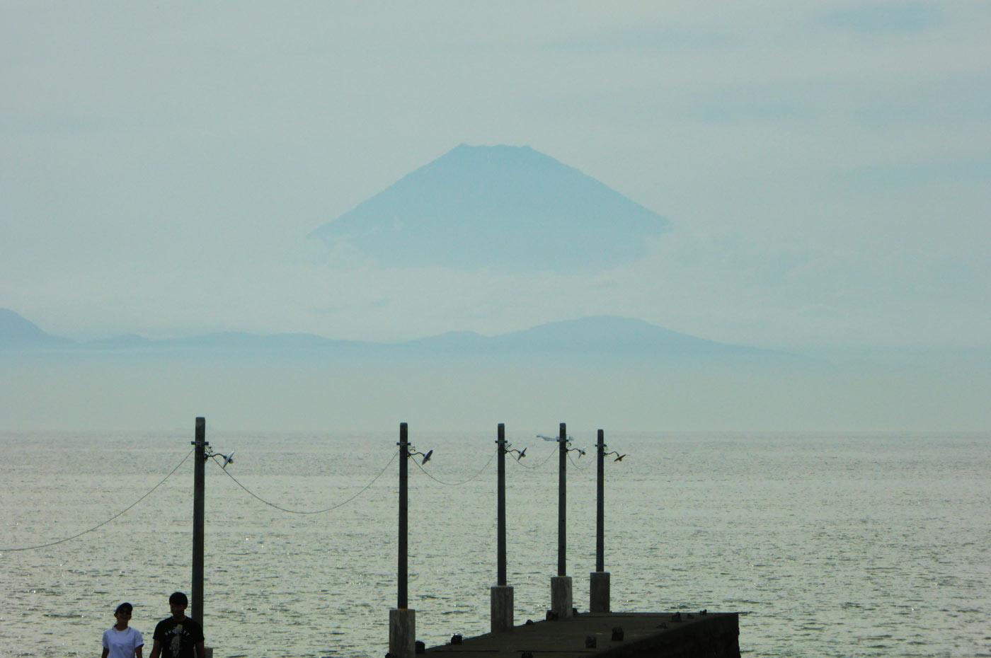 原岡海水浴場 原岡桟橋の富士山