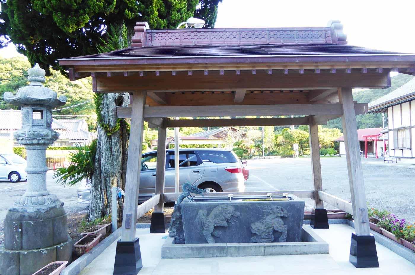 小塚大師(遍智院)の手水石