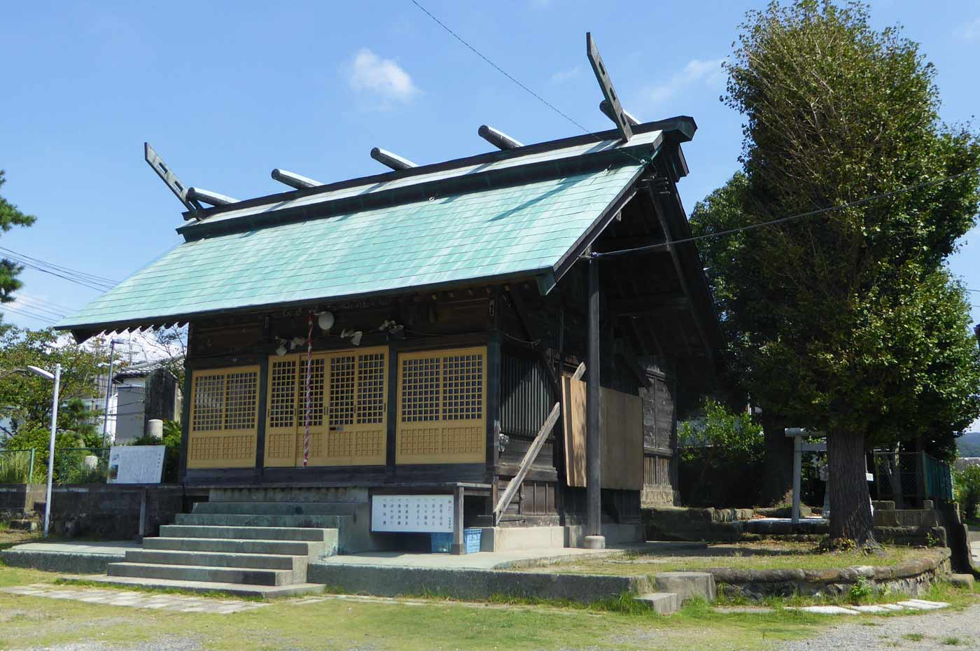 保田神社の拝殿