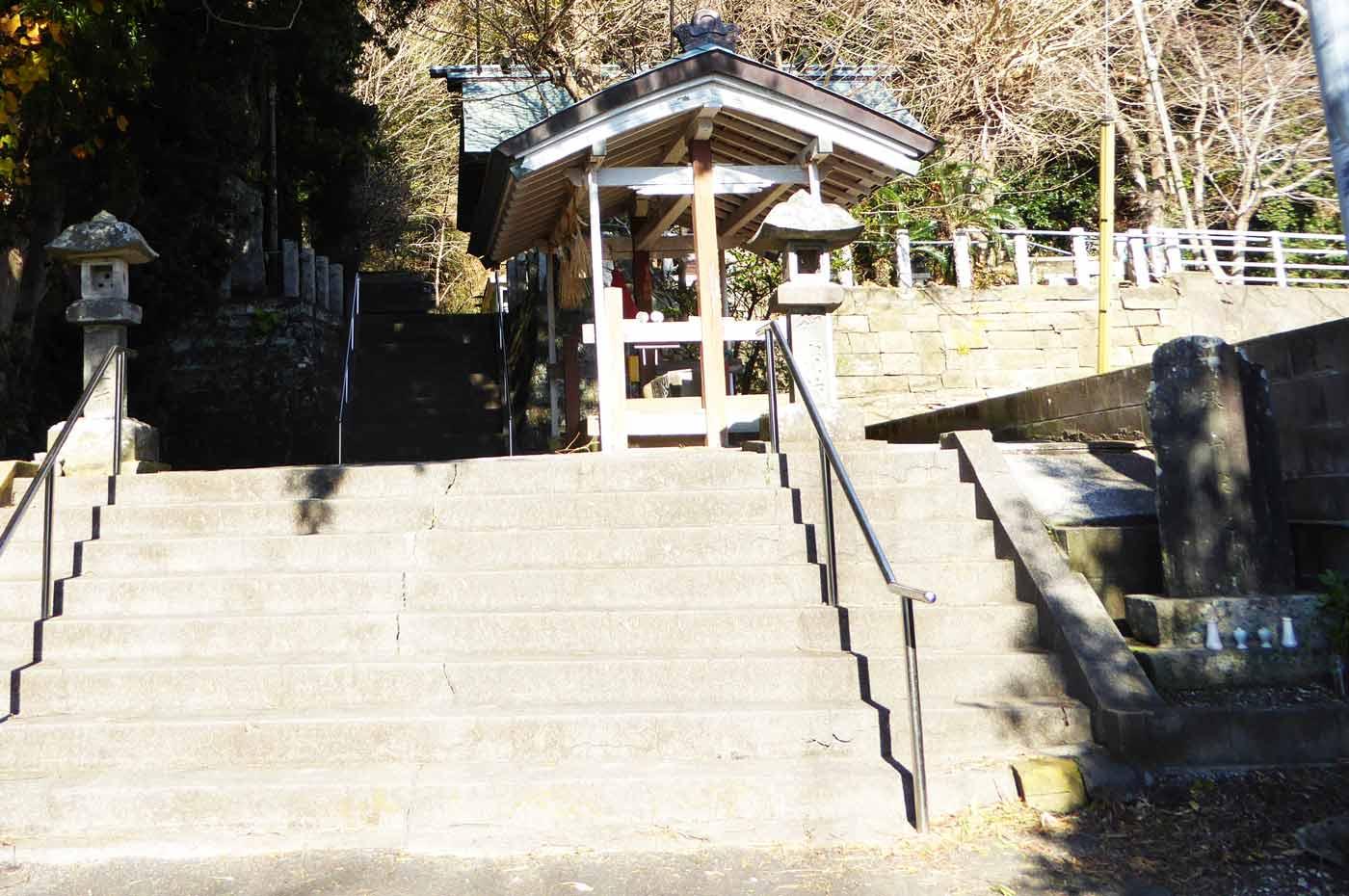 拝殿への階段