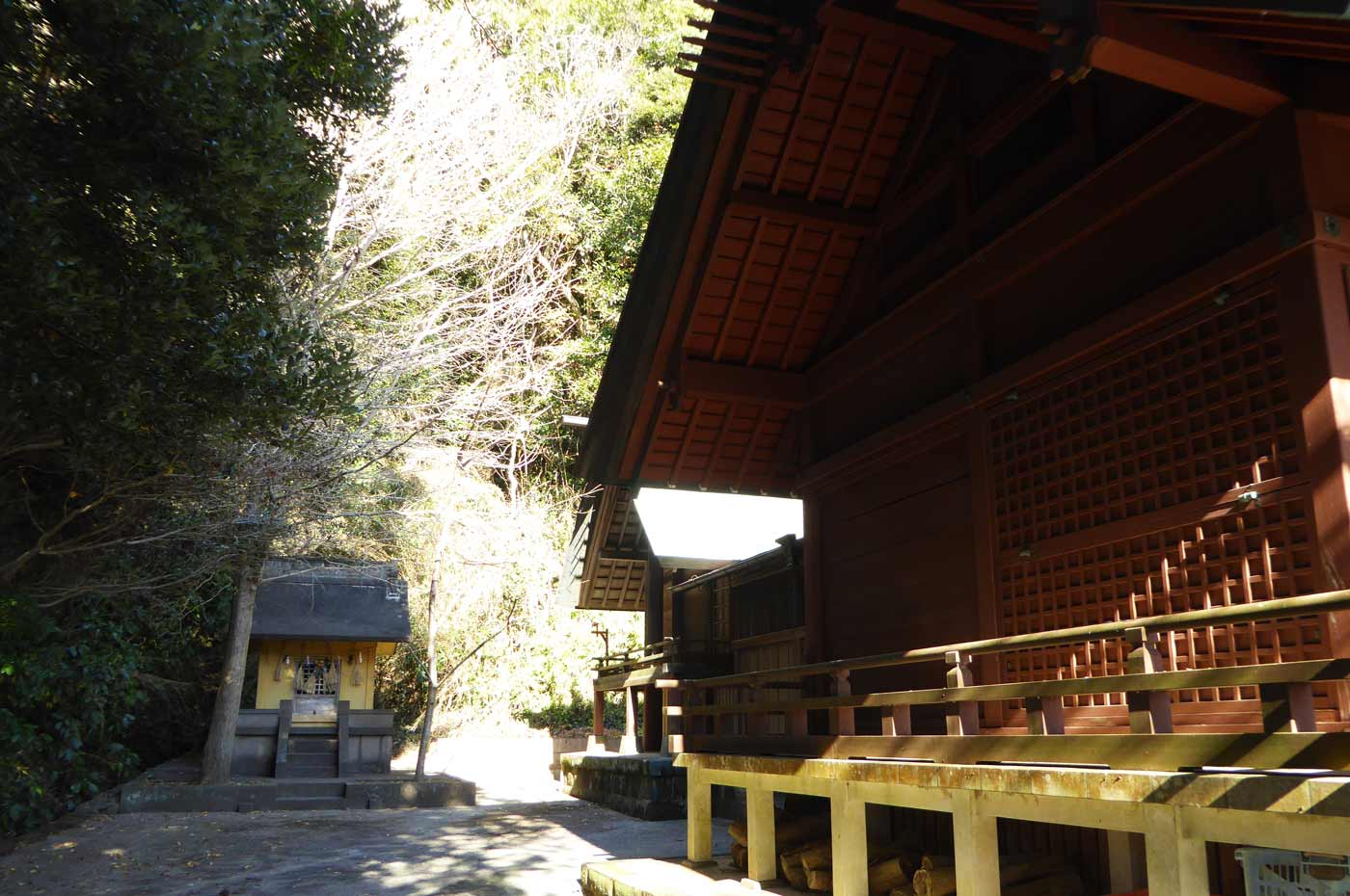 本殿左の神社