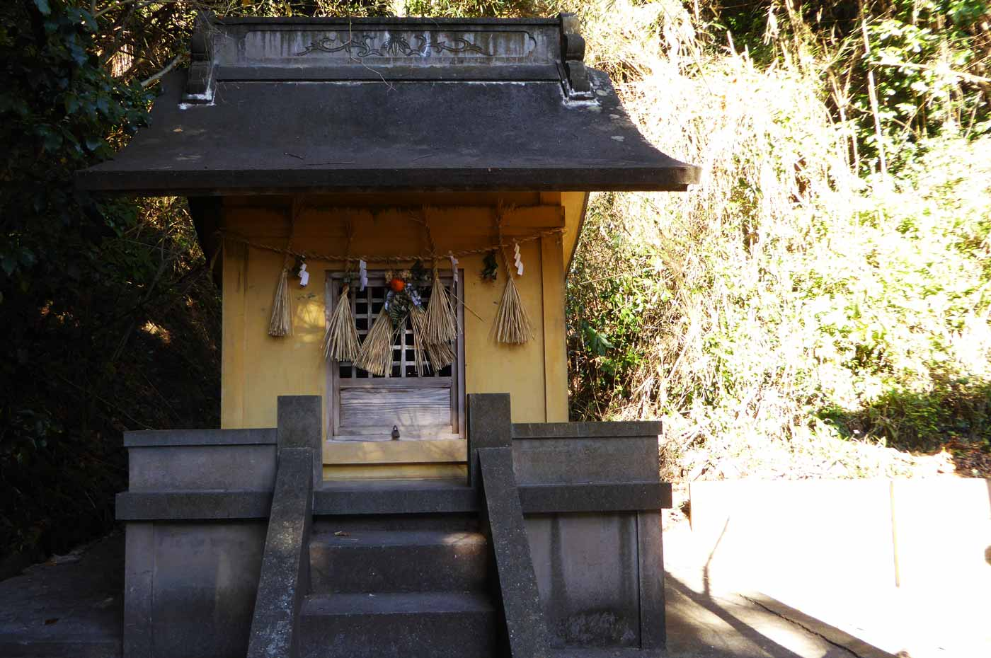 本殿左神社のアップ画像
