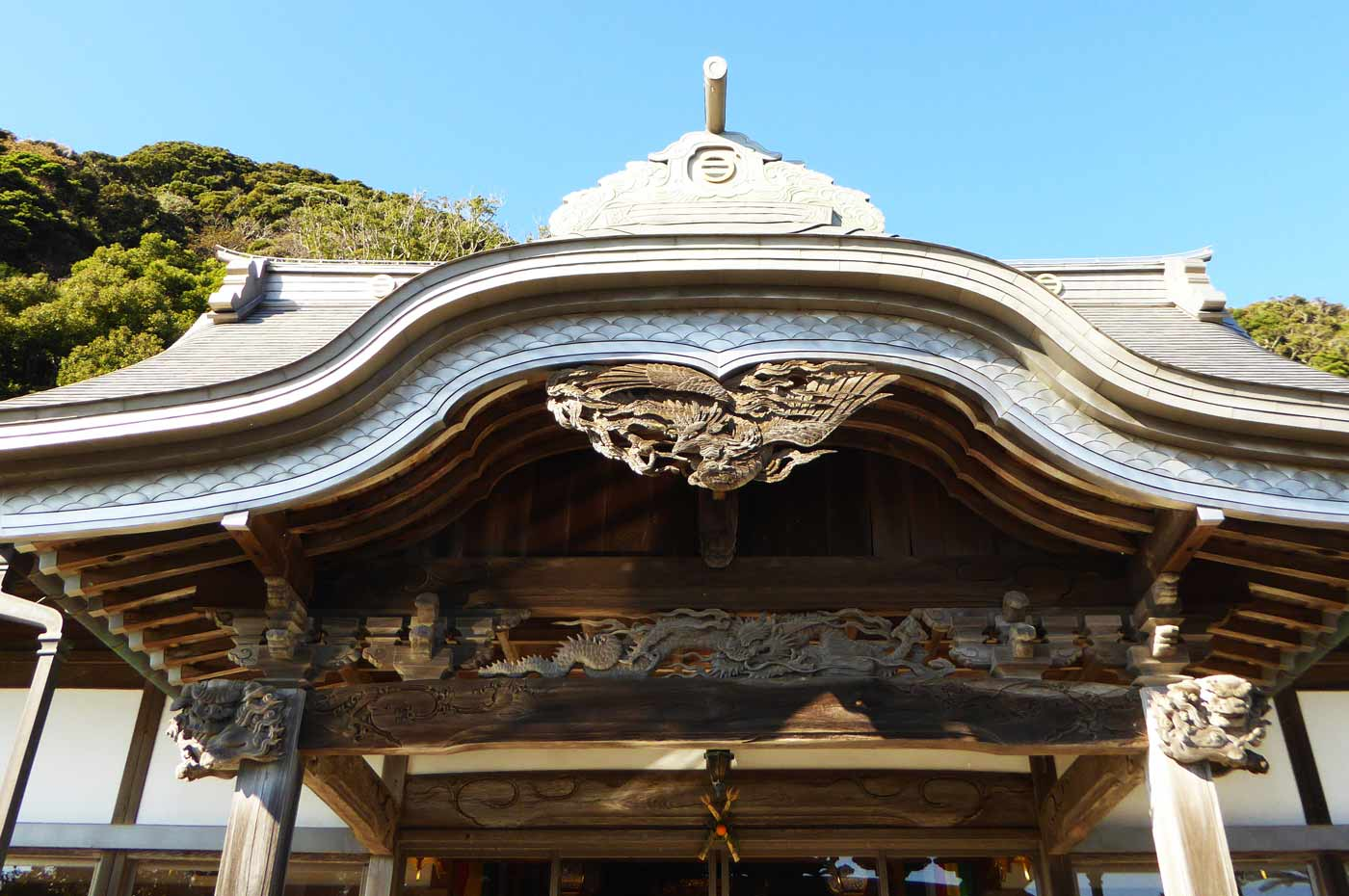 杖珠院本堂の向拝の彫刻