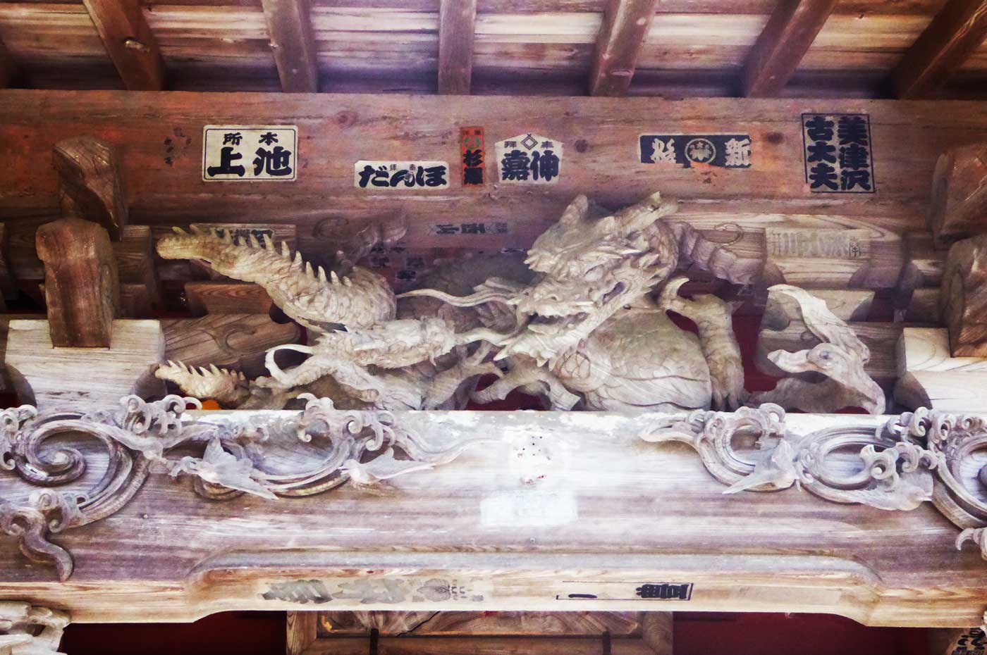 観音堂の龍の彫刻