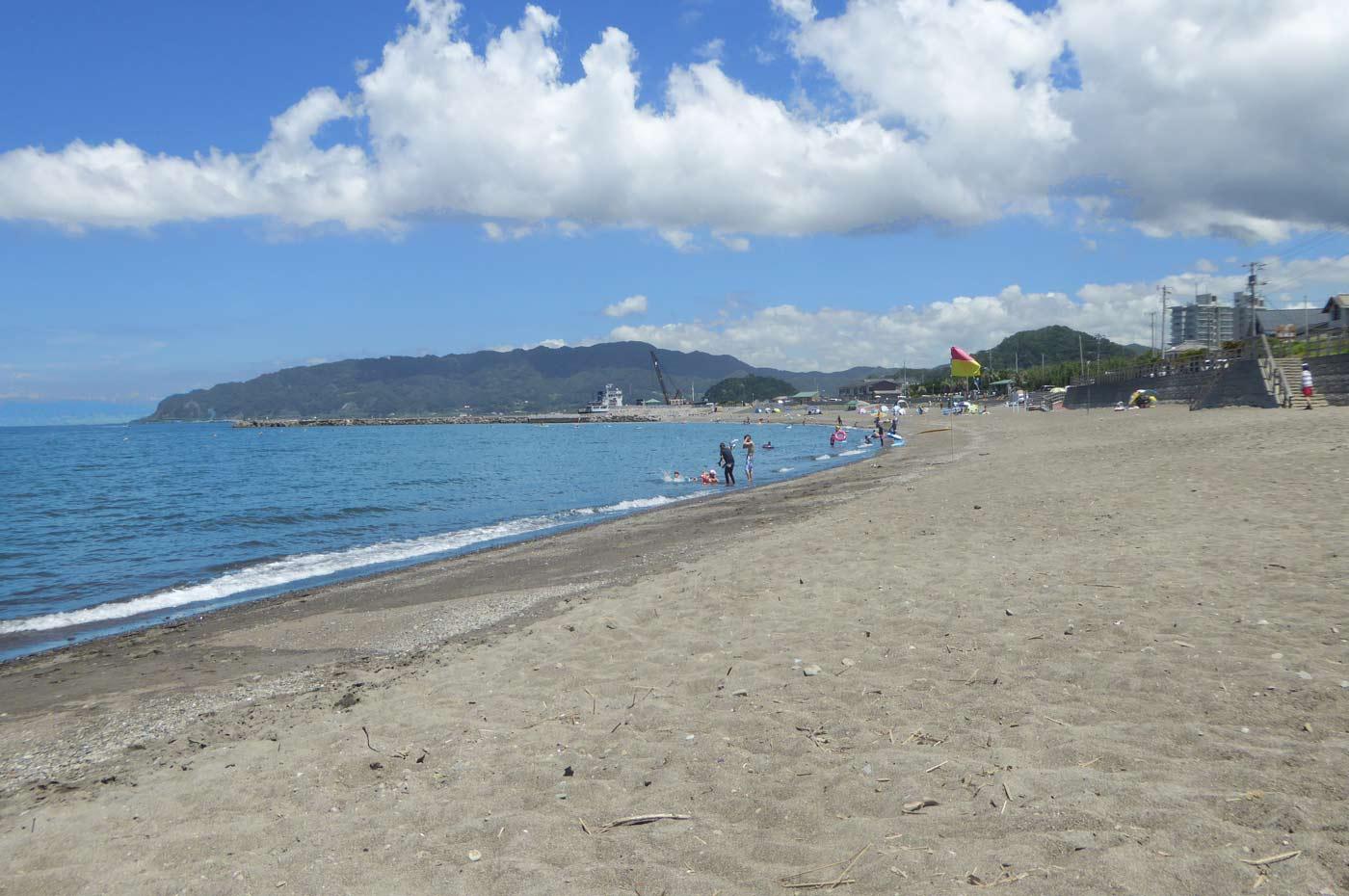 勝山海水浴場右側の風景