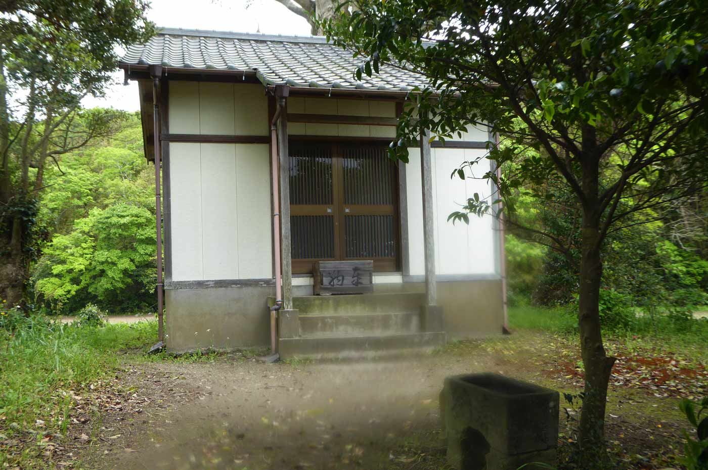川田神社の境内