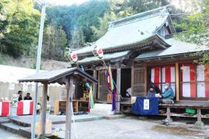 金気神社の境内