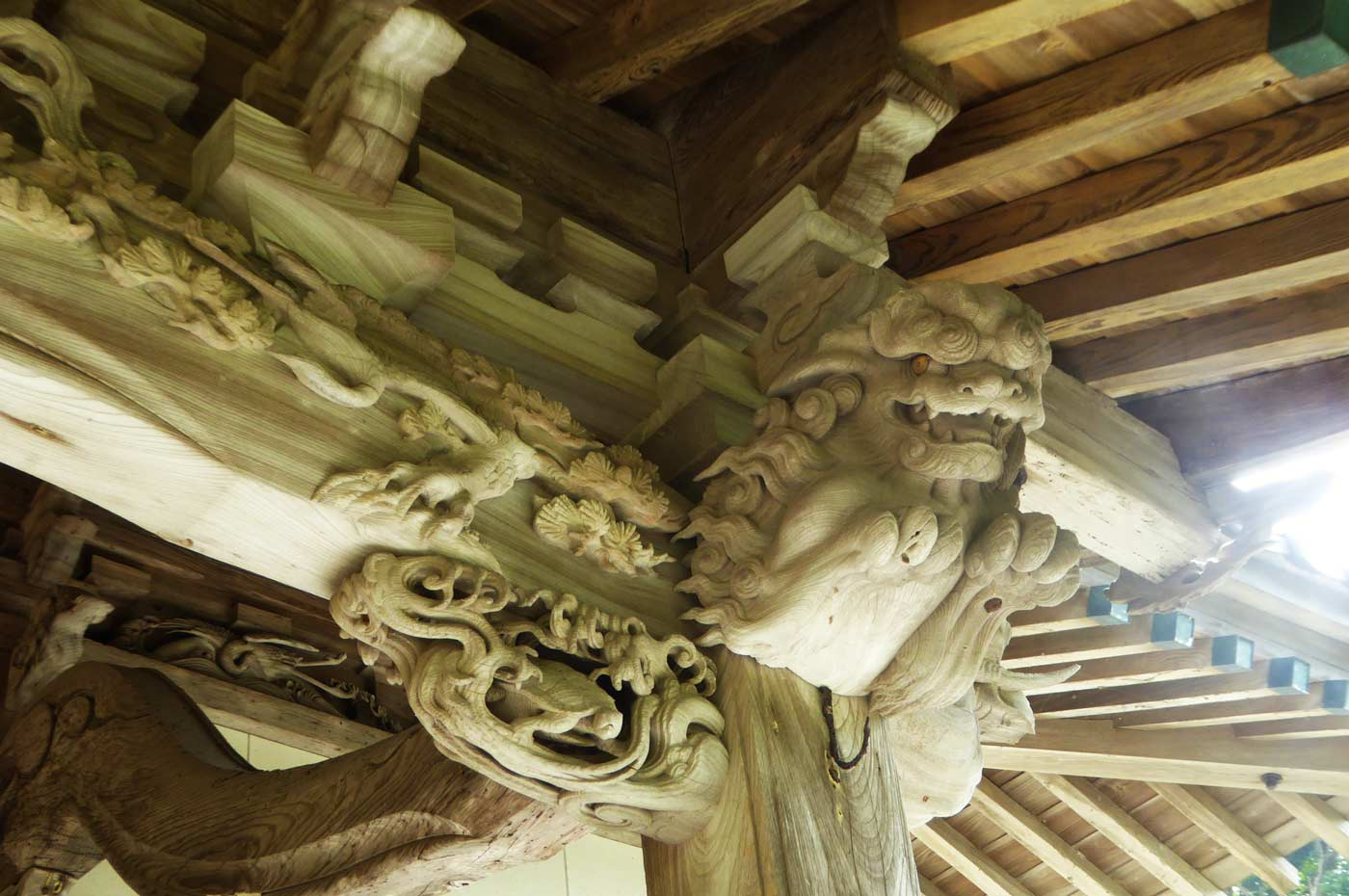 後藤利兵衛橘義光の獅子の彫刻 右