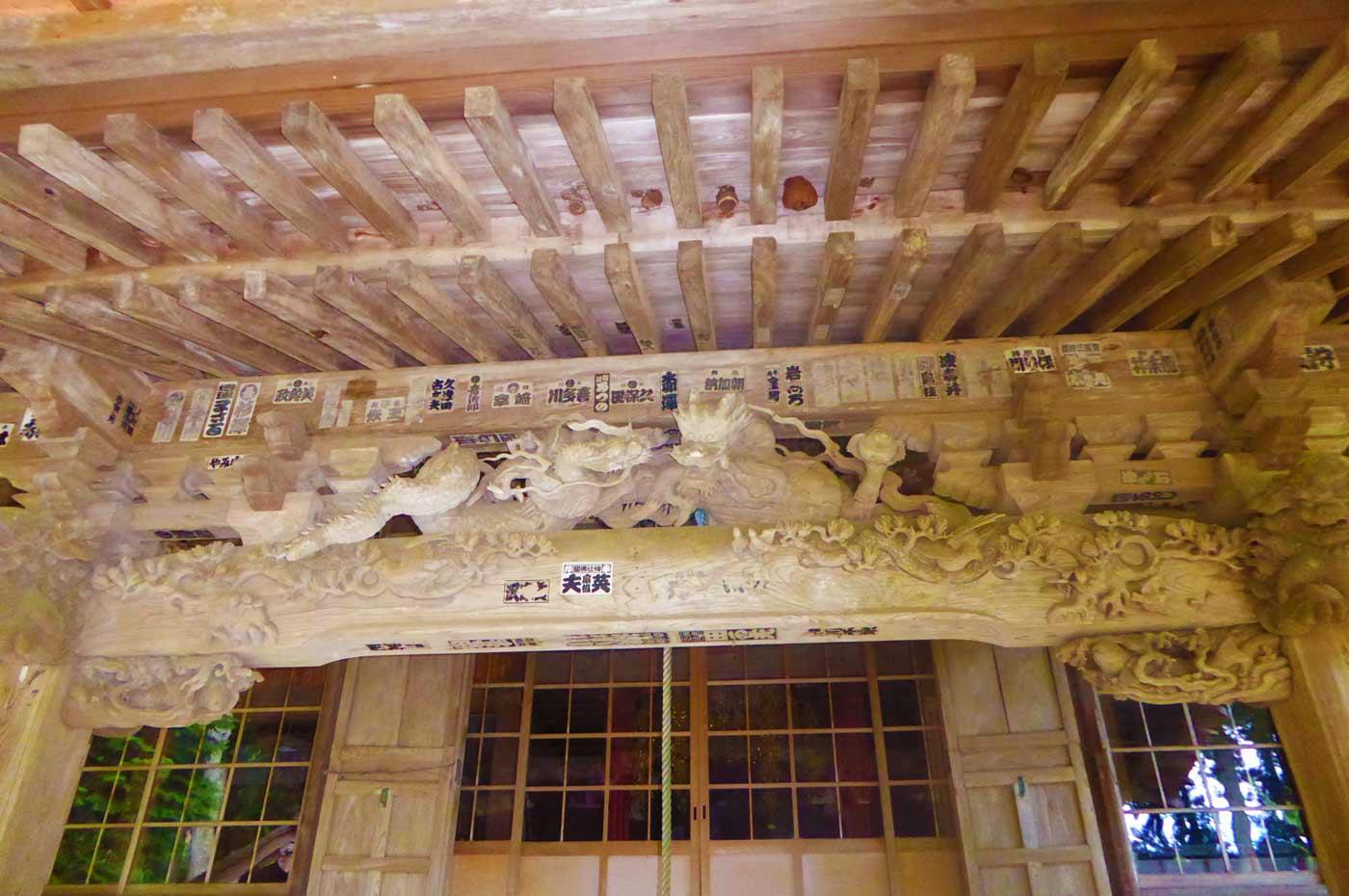 小網寺の龍の彫刻