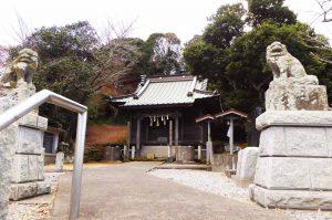 国司神社の境内と拝殿